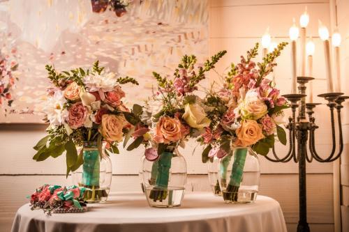 Wedding Bouquet gallery Image 16